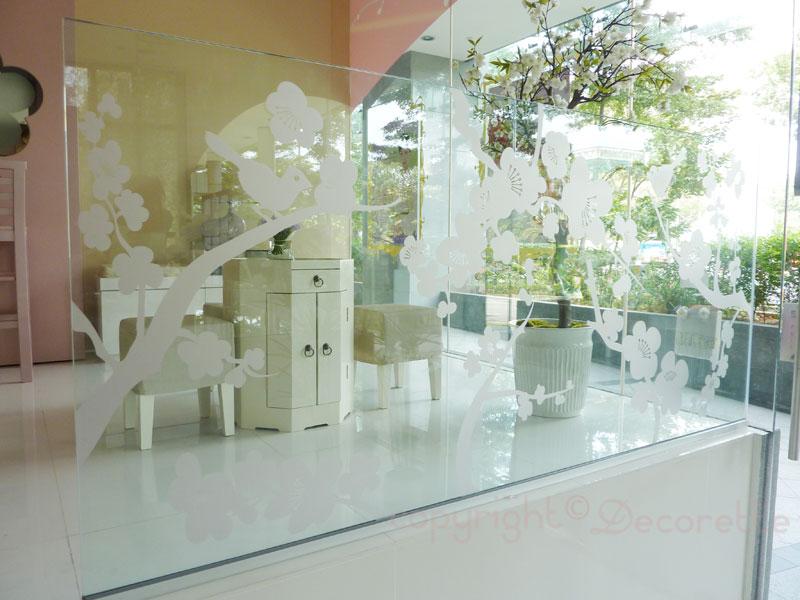 Decal trong dán tường showroom, cửa hàng, tiệm trà sữa
